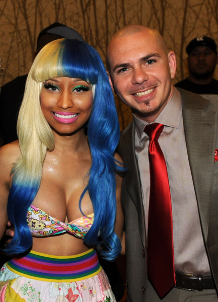 Nicki-Minaj-and-pitbull-AMA