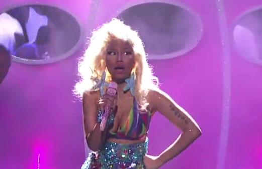 nicki-minaj-american-idol-starships_thelavalizard