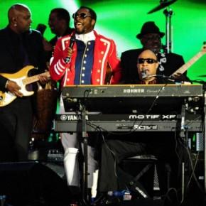 Diamond-Jubilee-Concert-Will-Stevie-Wonder-620x442