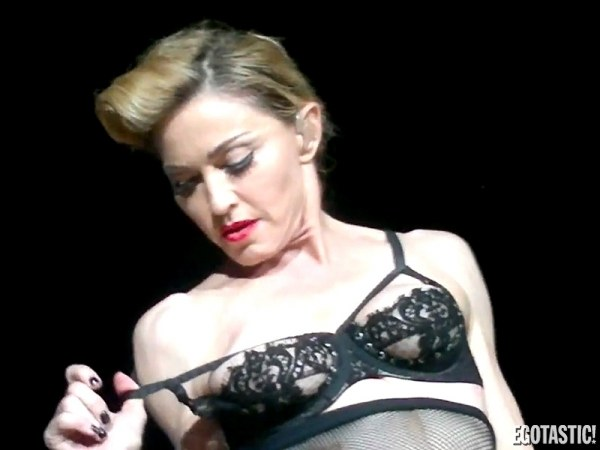 Madonna-Shows-Nipple-During-Concert-in-Istanbul-Turkey-II