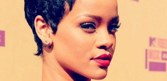 Rihanna-Diamonds (1)