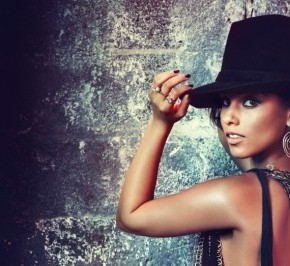 alicia-keys-girl-on-fire-promo-pictures-09-1024x971 (1)
