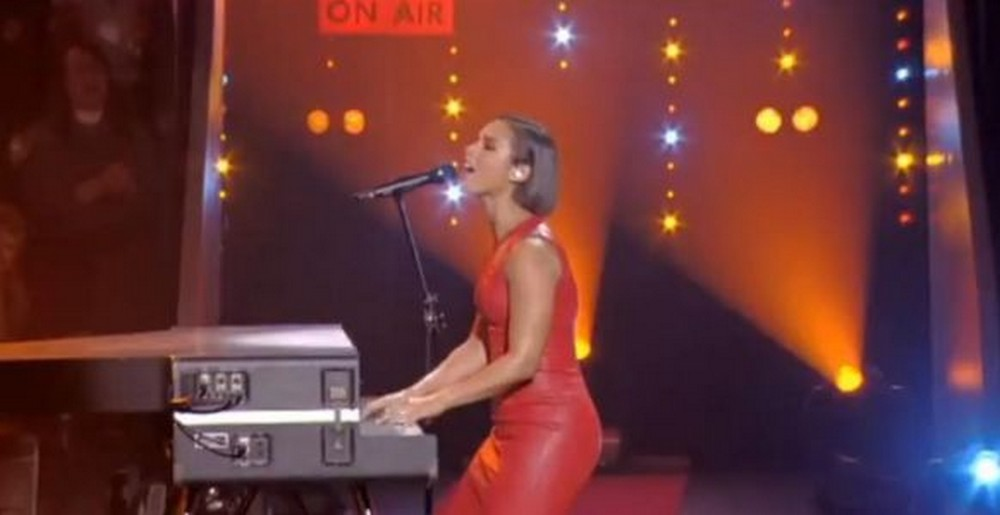 alicia-keys-girl-on-fire-taratata-live