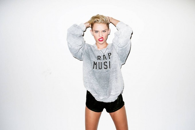 Miley-Cyrus-–-Photoshoot-by-Terry-Richardson_hifdsf7e8r08