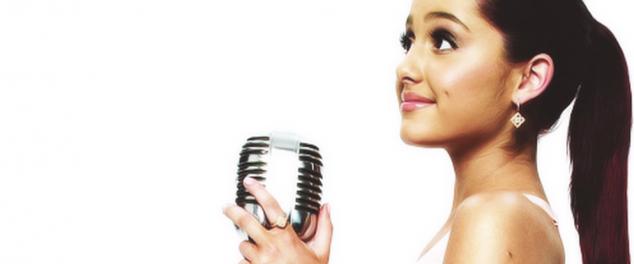 Ariana_wearing_gold_earrings