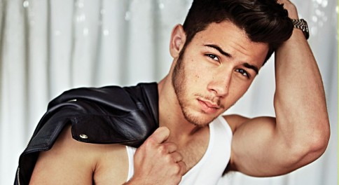 nick-jonas-shows-off-huge-muscles-for-jonas-brothers-out-feature-01