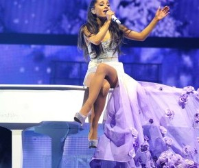 Ariana-Grande-The-Honeymoon-Tour-in-Pittsburgh-35-520x245