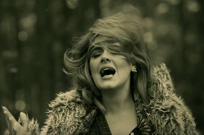 adele-hello-video-2015-musicfeelings-650-g