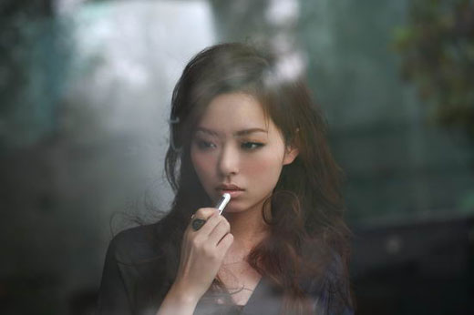 Jane Zhang s'installe aux USA en compagnie de Timbaland :  » Dust My Shoulders Off »