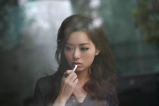 Jane Zhang s'installe aux USA en compagnie de Timbaland : » Dust My Shoulders Off»