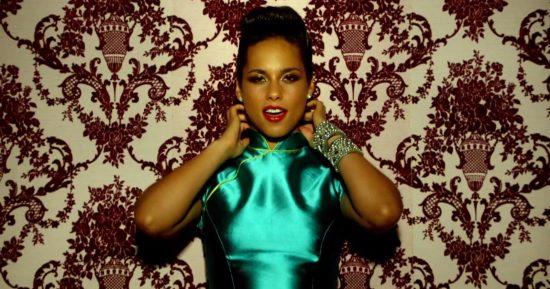 Alicia-Keys-Girl-on-Fire-clip-2